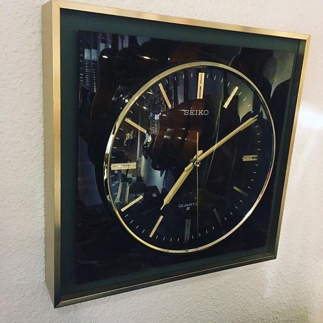 渋カッコいい壁掛け時計を買い取りしました。
